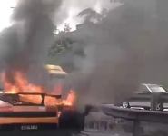 accident-lamborghini-en-feu